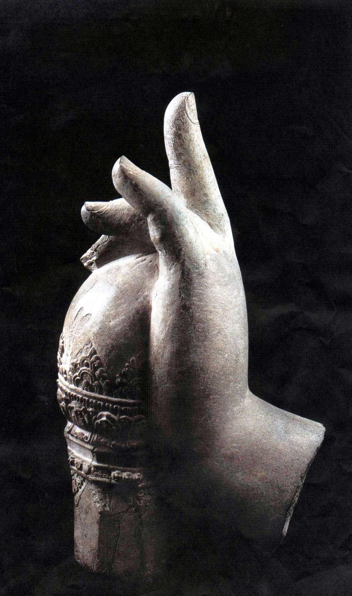 Main de Çiva -                    2ème quart du Xème siècle - Grès- ----Art Khmer