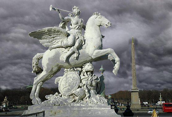 le même cavalier  ( le Renommée, du sculpteur Coysevox ), par un temps différent,  montage perso