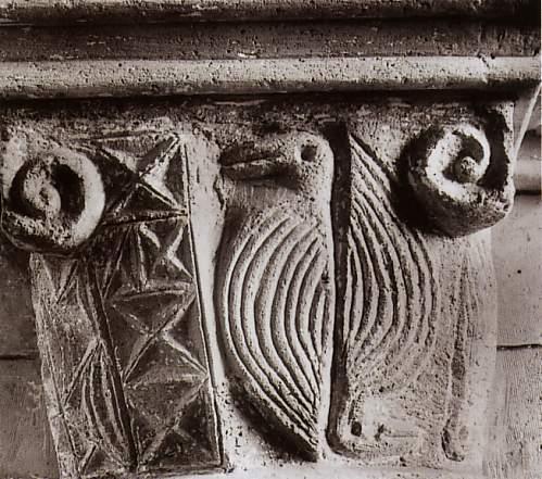 Chapiteau roman: eglise d'oulchy-le-chateau-
