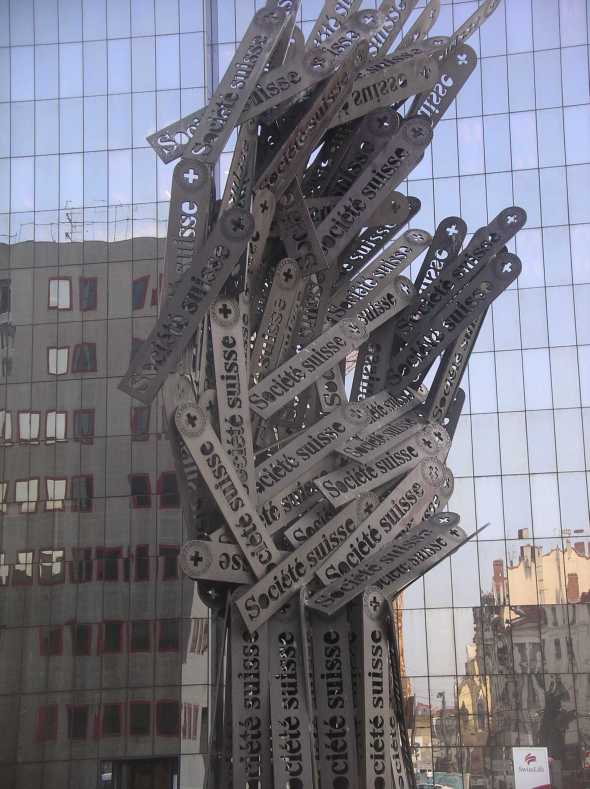 art - Arman  -  crédit Suisse  -  Lyon