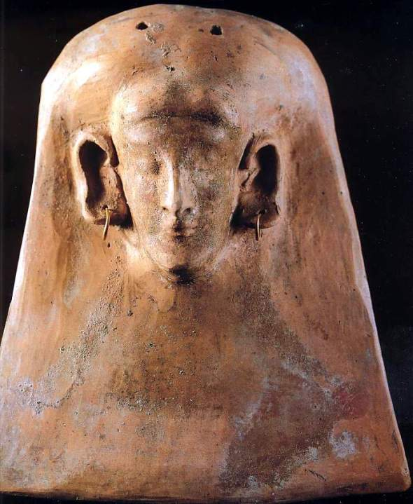 sculpture: visage dans une plaquette - pierre   art punique