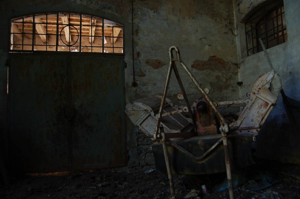 photographe non identifié: lieu abandonné