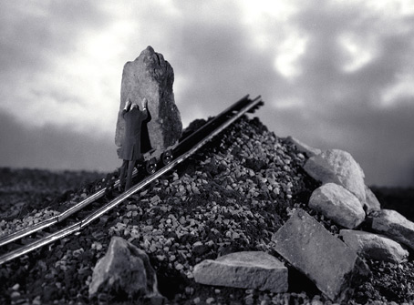 photomontage  Gilbert Garcin: Il faut imaginer  Sisyphe heureux