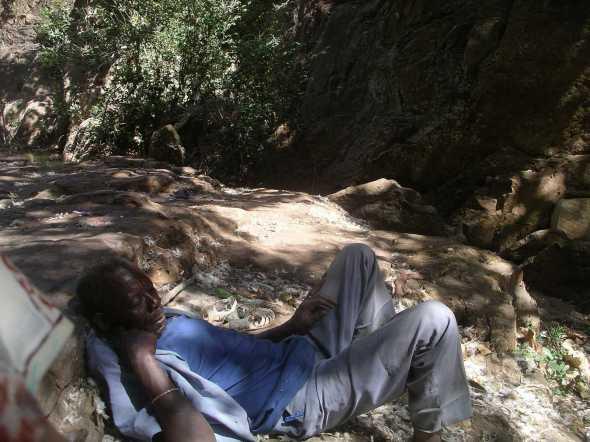 photo perso  -repos de l'officiant - Bobo Diolasso, vallée sacrée. Burkina FASO