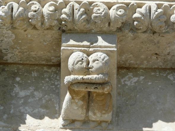 modillon sculpté - Eglise d'Aulnay ( Saintonge )  XIIè siècle