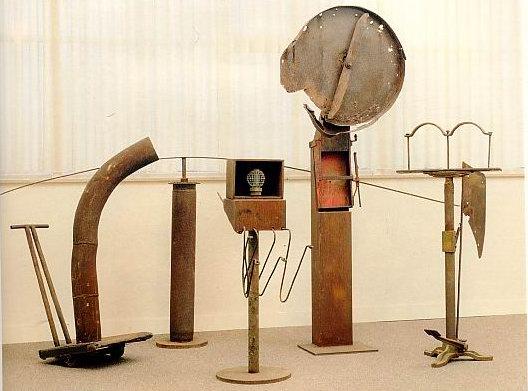 installation - Van Breedam :   Five past seven 1989  ( fer  )Ostende