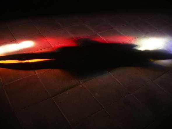 photo perso:    Hyeres,  Collegiale St Paul, couleurs de vitrail au sol + ombre