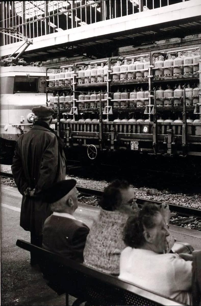 photo perso-  tirage argentique  - gare  de Toulon   - 1978