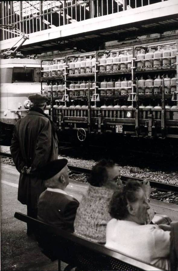 photo perso-  tirage argentique  - gare  de Toulon   - 1978