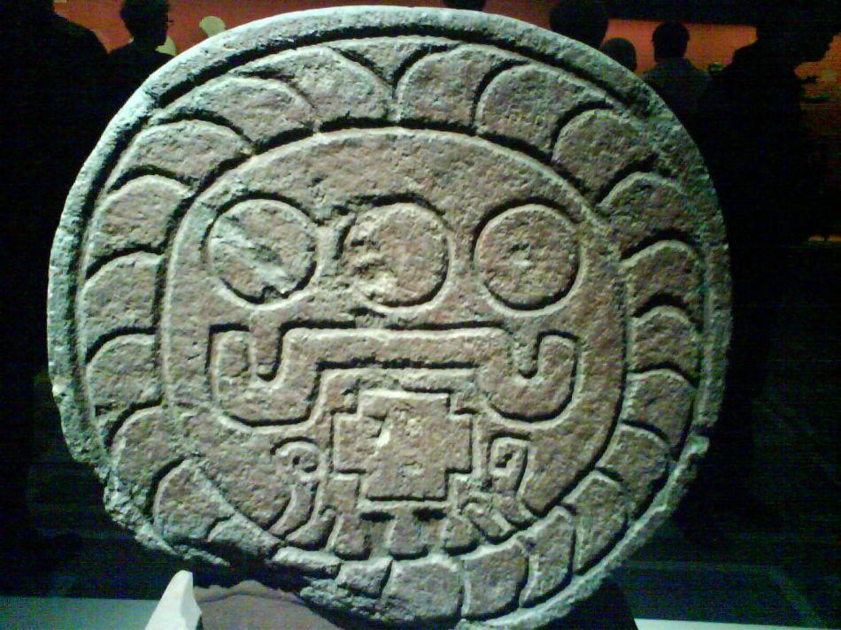relief: disque  solaire aztèque ( Teotihuacan)
