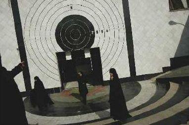 photo: Alexandra Boulat  -   Iran   -  académie  de police  pour  femmes  2004