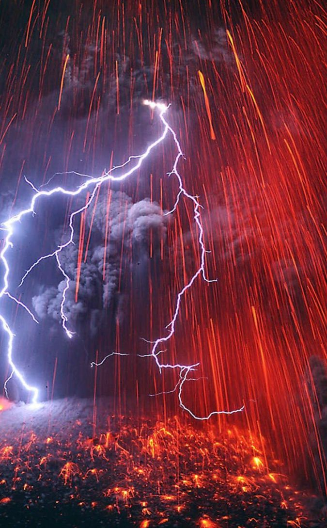 volcano_mountain_lava_nature_landscape_mountains_fire_lightning_2225x1253