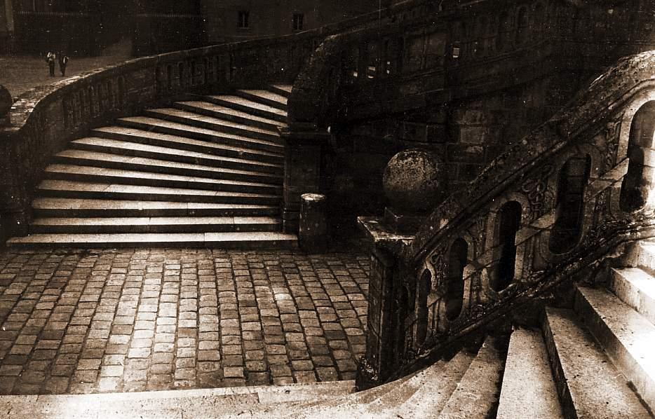 Fontainebleau  chateau   escal  b