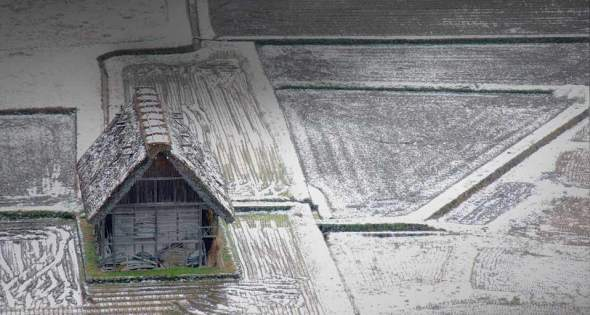 arch   maison  bois  ds neige  Japon FrostHouse .jpg