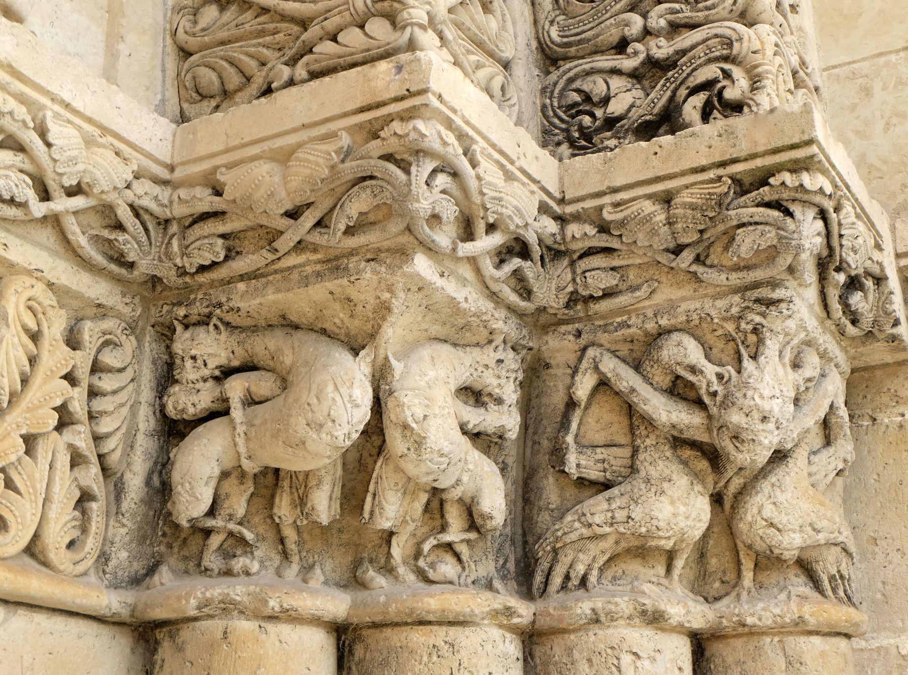Détail de la façade ouest de l'église (XIIe s.) d'Aulnay-en-Saintonge (Charente-Maritime, France) 15216914856.jpg