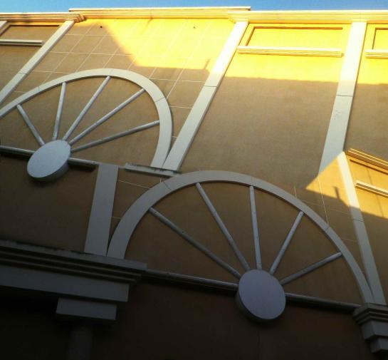 Sète immeuble demi-cercle soleil 04